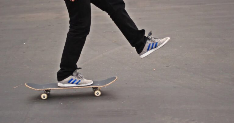 What Does Pushing Mongo Mean When Skateboarding?