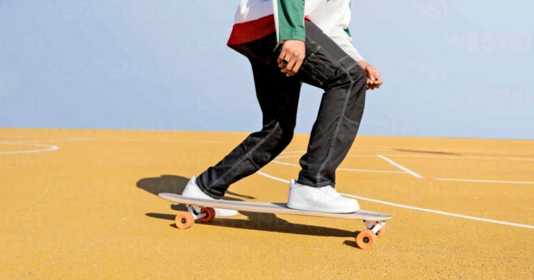 How To Push Properly On A Skateboard [Explained]
